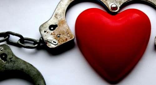 Et hjerte med haandjern