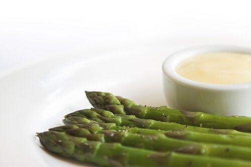 Der er mange grøntsager nyrer kan lide, for eksempel asparges.