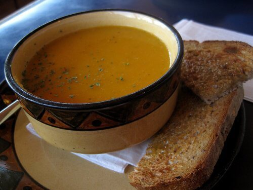 Cremet-gulerods-suppe