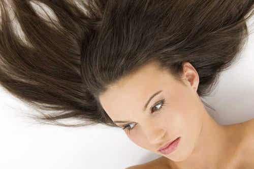 Sådan får du dit hår til at gro hurtigere