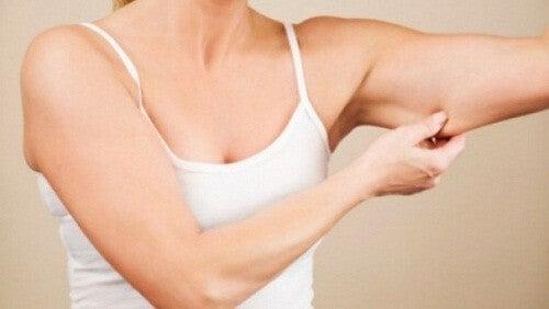 Du kan tone mormorarmene med disse fire effektive øvelser