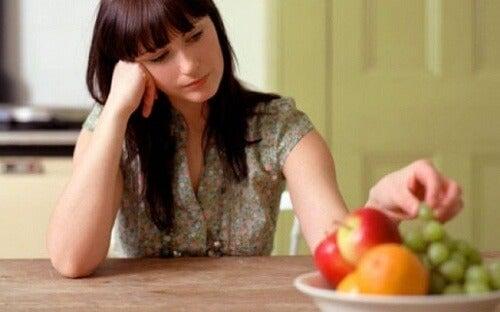 Kvinde med mangel paa appetit