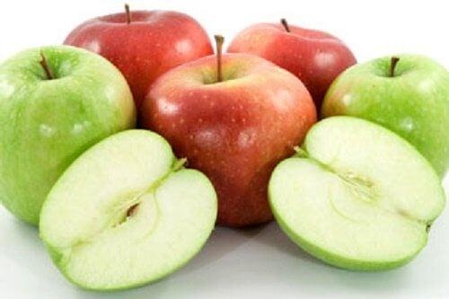 Grønne og røde æbler