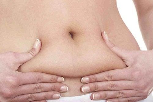Du kan nemt forbrænde 600 kalorier om dagen og slippe for mavefedtet