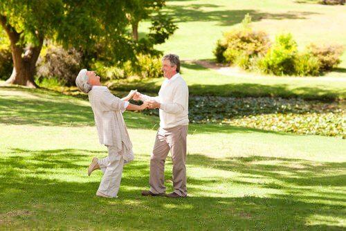 Glade aeldre mennesker - blodtilfoerslen til hjernen
