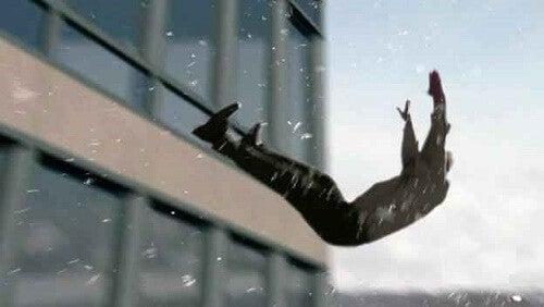 Hvorfor drømmer vi om at falde?