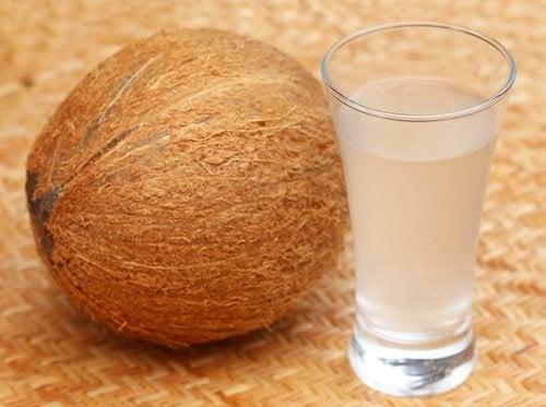 10 måder kokosvand kan forbedre din sundhed på