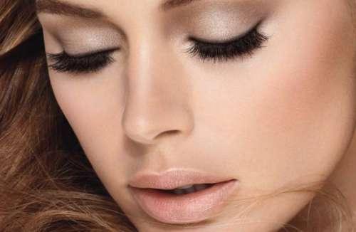 Kvinde med makeup - faa dine oejne