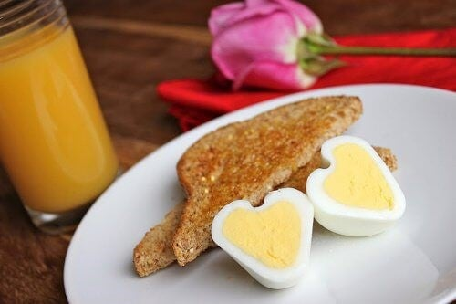 Sådan laver du hjerteformede æg derhjemme