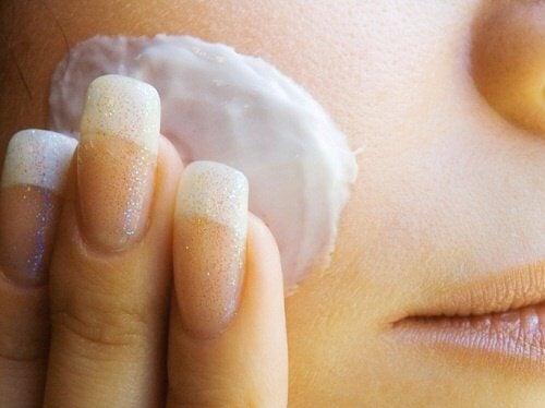 Hvordan man laver en ansigtstoner med rismælk
