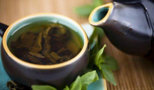 Rens og helbred din krop med grøn te, citron og stevia