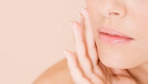 7 lækre frugter, der kan styrke din hud!