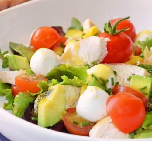 Forebyg oppustethed og afgift din krop med denne salat