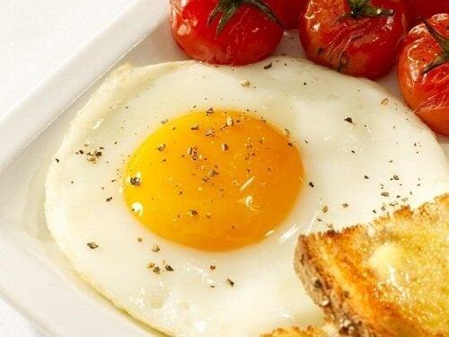 Spejlaeg Med Tomater