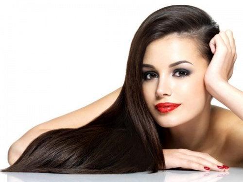 skinnende hår kan nemt opnås med få tricks