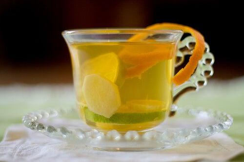 Te med appelsin og lime