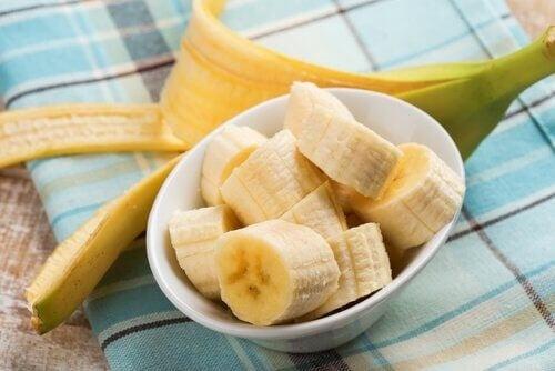 Bananstykker er gode til at lindre ondt i halsen