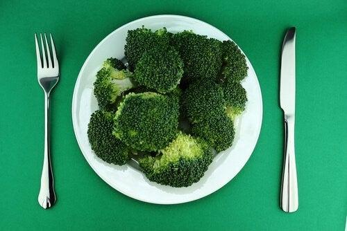 Broccoli paa en tallerken
