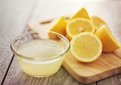 Citron og citronsaft er godt for blodomløbet, fordi det indeholder vitamin C
