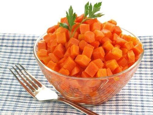 Kogte gulerødder kan gøre underværker når det kommer til at lindre ondt i halsen
