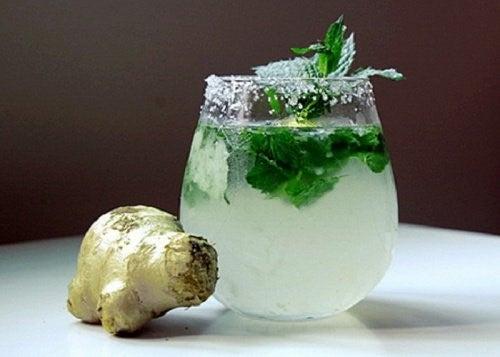Drik med mynte og ingefaer