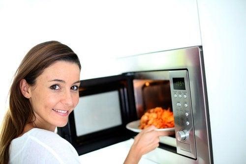 Genopvarm aldrig disse 7 fødevarer