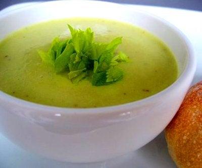 Supper med nælder og selleri kan effektivt fjerne giftstoffer fra din krop