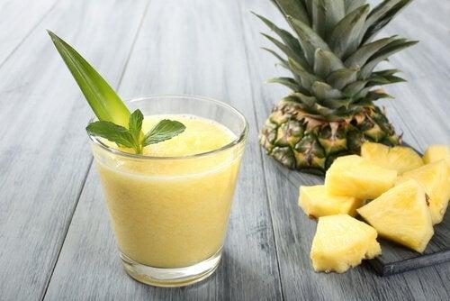 Ananas smoothie der kan slanke din mave