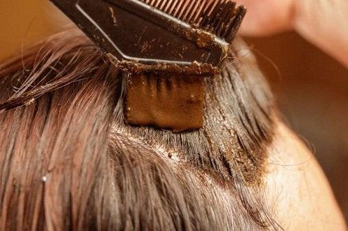 Hennafarve kan skjule de tidlige grå hår