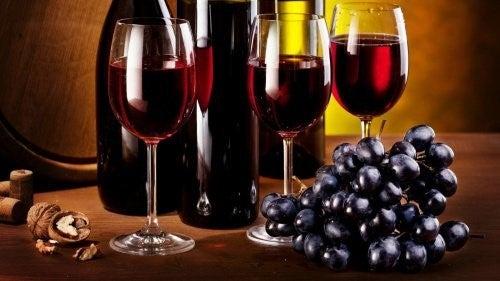 3 glas roedvin