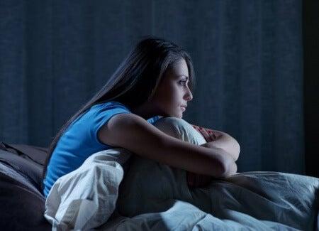 Kvinde med soevnloeshed