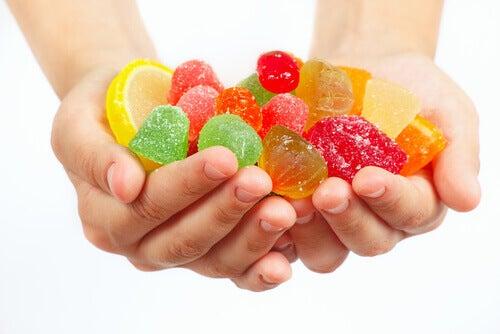 Undgå huller i tænderne ved at droppe sukkeret