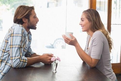 Udover kærlighed er kommunikation vigtigt hvis du vil holde gang i et forhold.