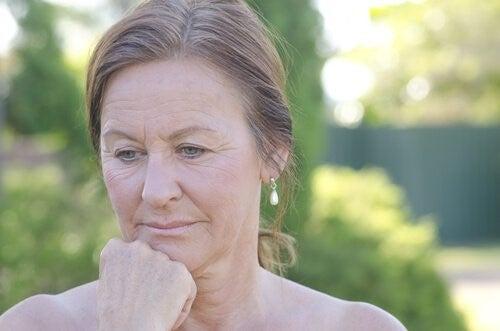Blødning mellem menstruationer kan også forekomme efter overgangsalderen