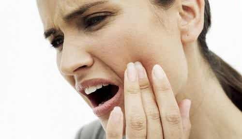 10 naturmidler til at lindre tandpine