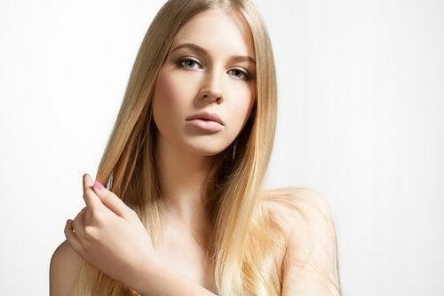 Kvinde med blond haar