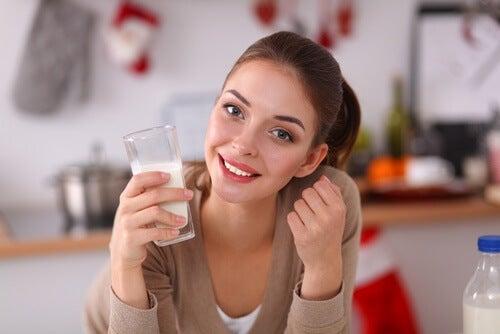 5-kvinde-der-drikker