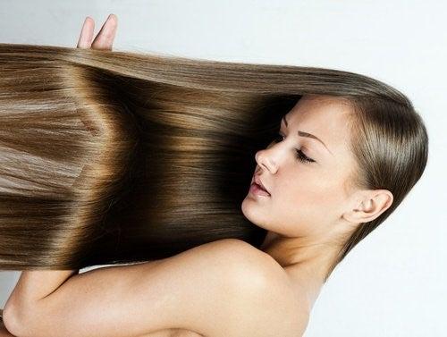Glatter du dit hår med varme, kan du skade det