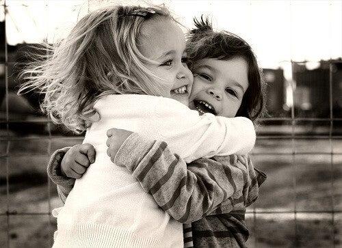 Flere kram gør os glade