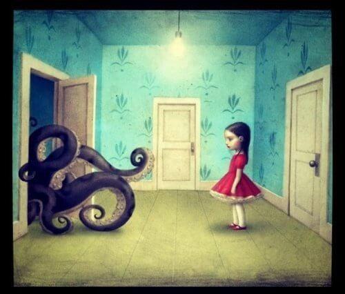 Pige i roed kjole staar og ser paa en blaeksprutte der kommer ind af doeren