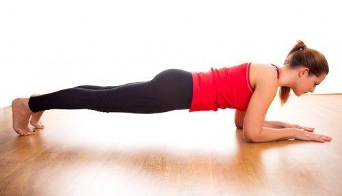5 fordele ved at lave planken hver dag