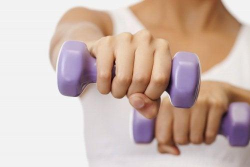 5 nemme øvelser der giver fastere bryster