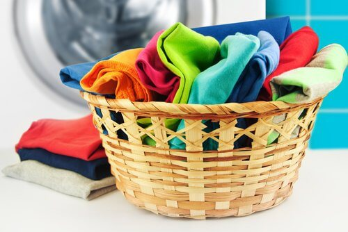 Kurv med vasketøj