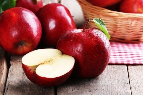 Æbler er en af de mest leverrensende fødevarer