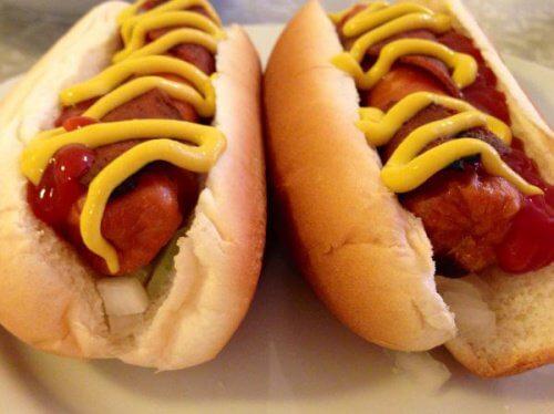 Lad ikke dine børn spise hotdogs