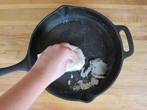 Undgå at maden brænder sig fast på dine pander