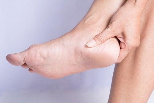 Hælspore: Årsager og behandling