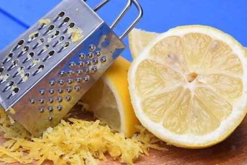 9 ting du ikke vidste at du kan bruge citronskal til