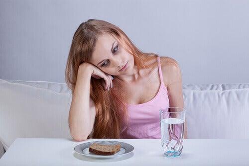 Kvinde med manglende appetit