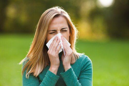 Kvinde med allergi